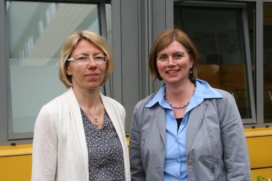 Schulleiterin Ute Wollenweber und ihre Stellvertreterin Donate Nau freuen sich gemeinsam mit ihrem neuen Schulkollegium auf den ersten Schultag in der Gesamtschule Pulheim im Schulzentrum Brauweiler.