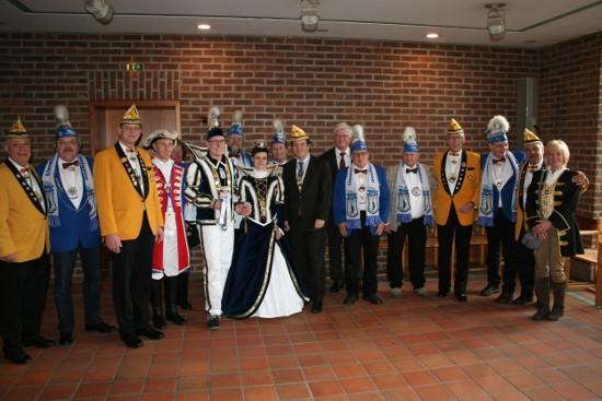 Närrisches Treffen von Brauweiler und Königseer Karnevalisten bei Bürgermeister Frank Keppeler im Rathaus.