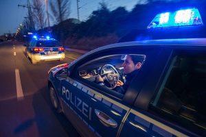 Polizei Streifenwagen bei Alarmfahrt mit Blaulicht im Auftrag des MIK NRW, Foto: Jochen Tack